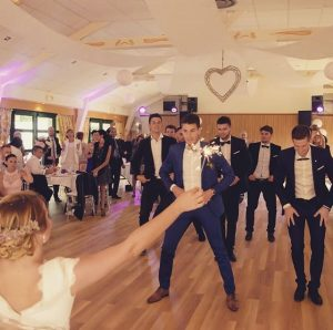 animation danse tous styles mariage 300x298 - Ouverture de bal de mariage