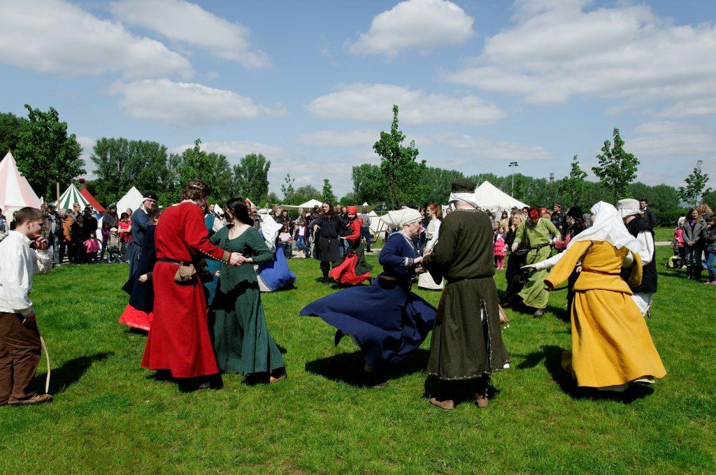 cours danse spectacle médiévale 1024x680 - Cours de danse Médiévale